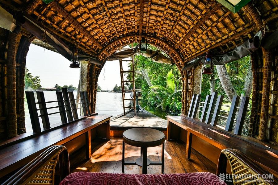 Хаузбот — дом-лодка в Алапуже