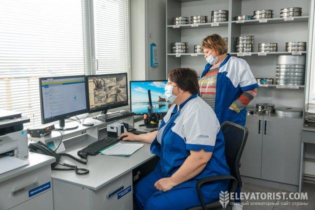 """В лаборатории """"Семеновского элеватора"""""""