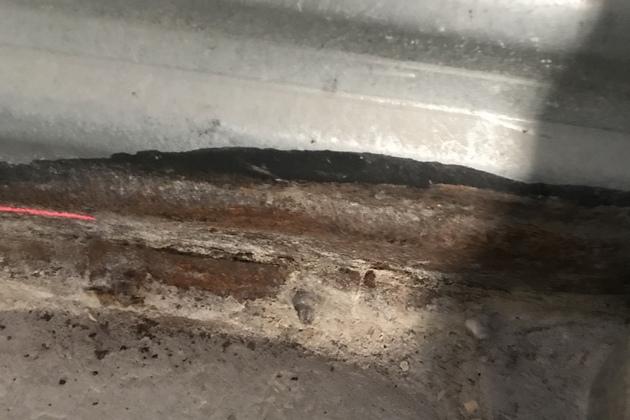 Коррозия панелей в местах примыкания к бетону