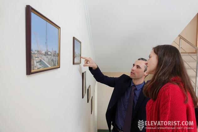 Сергей Щербань показывает исторические снимки