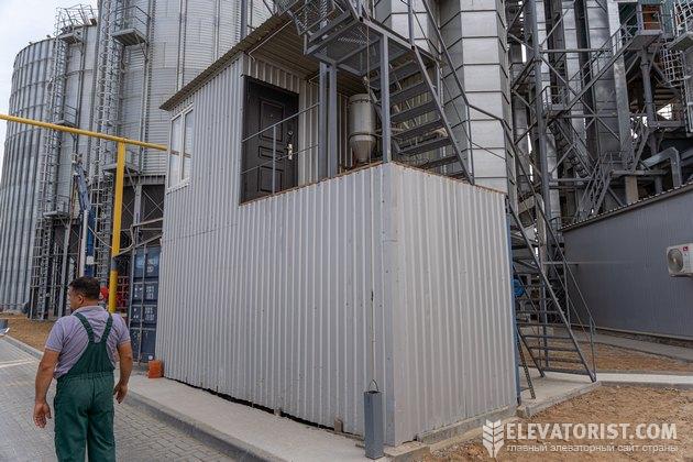 На припортовом терминале есть две лаборатории для определения качества зерна. На фото вторая точка визировки машин
