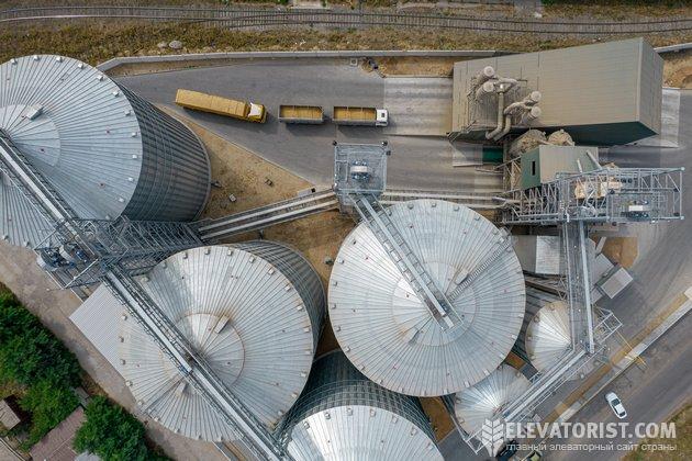 Территория зернового терминала занимает меньше гектара