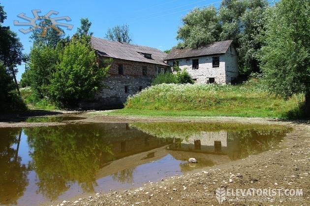 Водяная мельница в с. Купин, источник Castles.com.ua