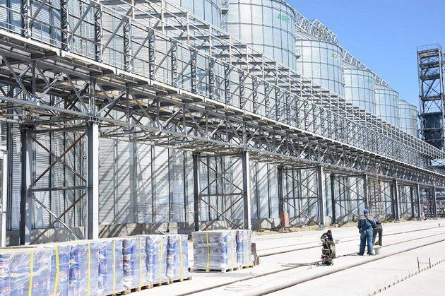 В Мариупольском МТП продолжается строительство современного зернового терминала