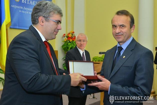 Вручение награды Олегу Гапонюку