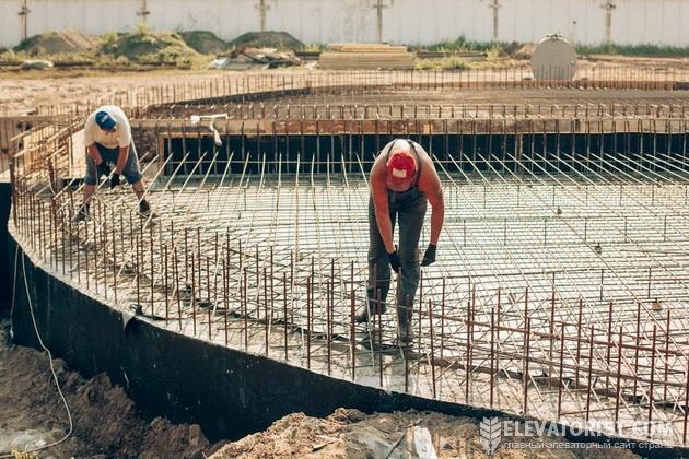 Строительство фундамента для новых силосов