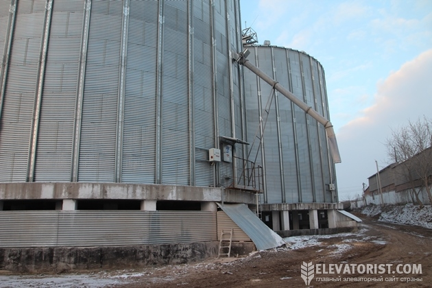 Силосы на бетонных опорах