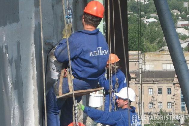 Специалисты АЛЬП-ПРОМА во время ремонтных работ