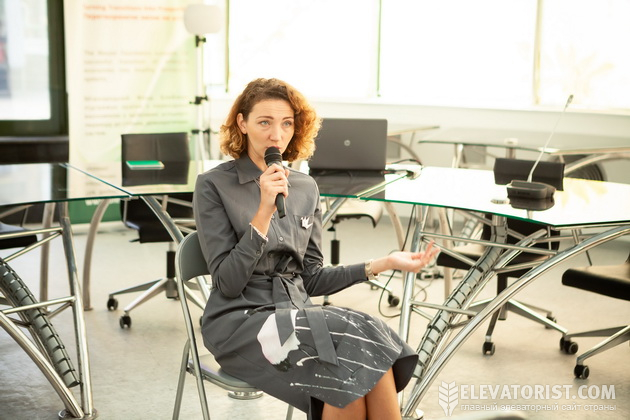 Елена Нероба на заседании Круглого стола