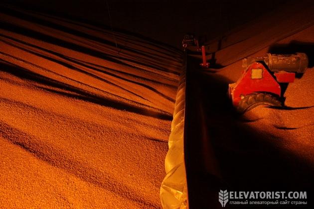 Зачистка пшеницы в силосе с помощью шнека