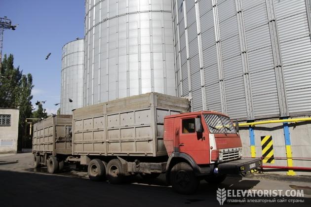 Зерновоз на терминале