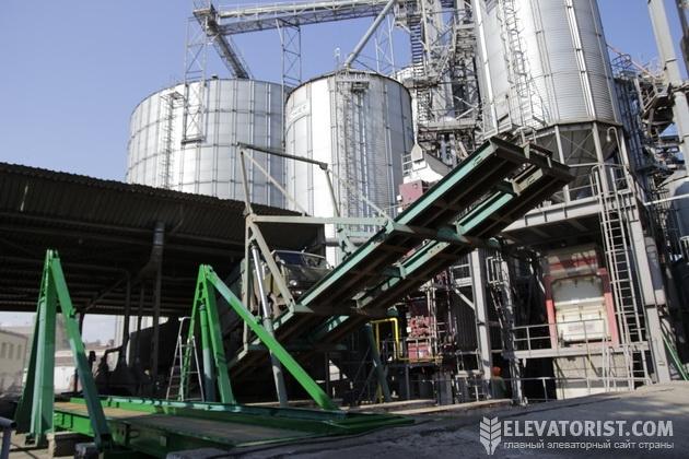 Зерновоз на разгрузке