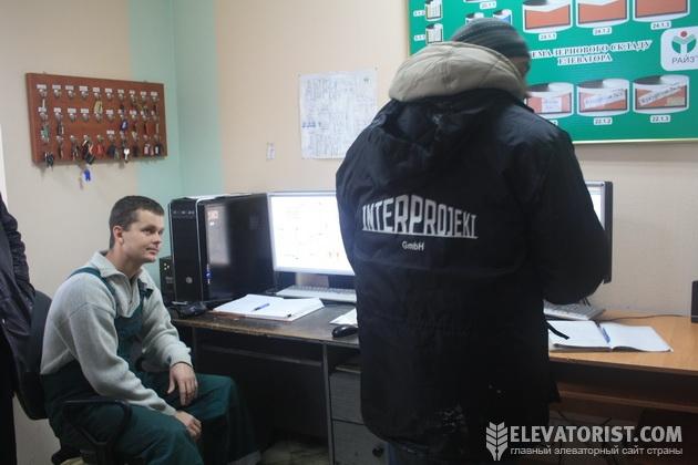 http://elevatorist.com/storage/elevatory/stepanovka/aparatnaya.jpg