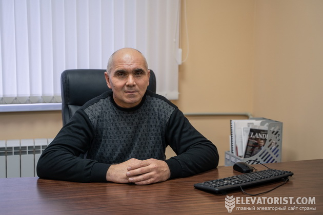 """Директор """"Ланновской МТС"""" Олег Стребков в своем кабинете"""