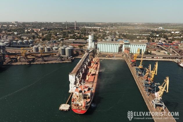 Погрузка зерна в порту
