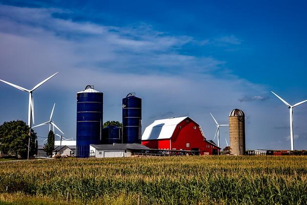 Фермерский элеватор в штате Айова