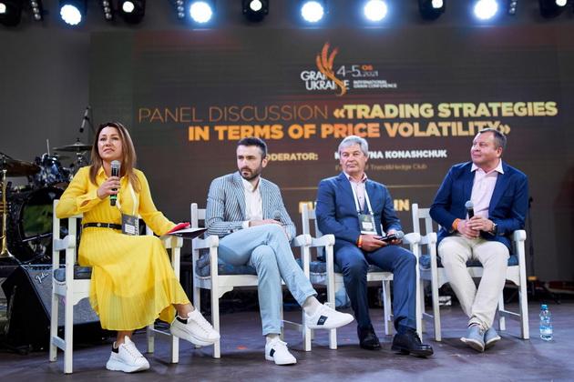 Вал Сигаев (справа) среди участников торговой панели конференции Grain Ukraine 2021