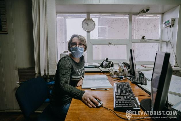 Весовщик Наталья Балыхина за работой