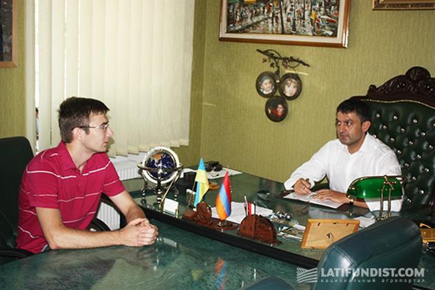 Рафаэль Гороян (справа) в ходе интервью для Latifundist.com