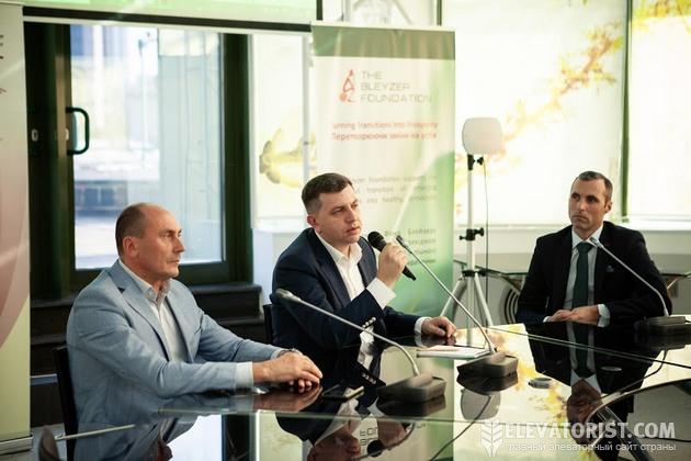 Юрий Люшня, Алексей Грушко и Сергей Щербань (слева направо) на заседании Клуба элеватористов
