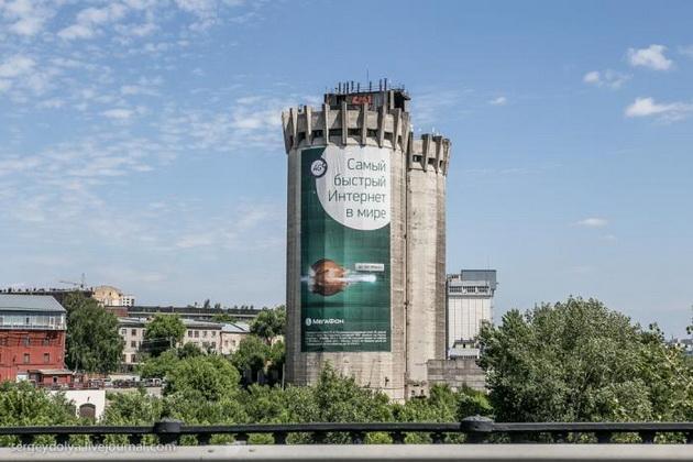 Рекламные растяжки на башнях