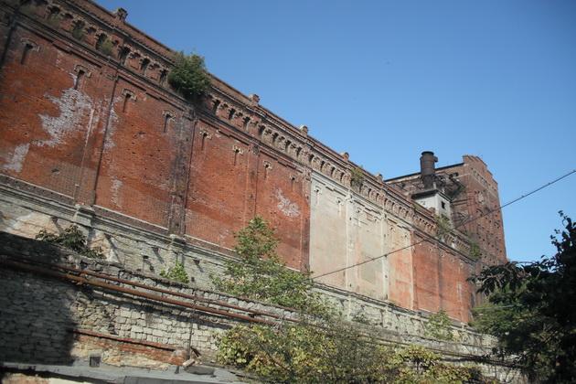 Стены старого элеватора